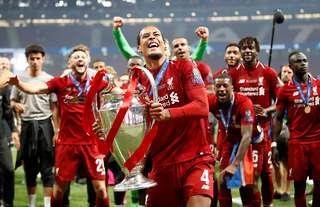 Van Dijk lifts the Champions League trophy in Madrid
