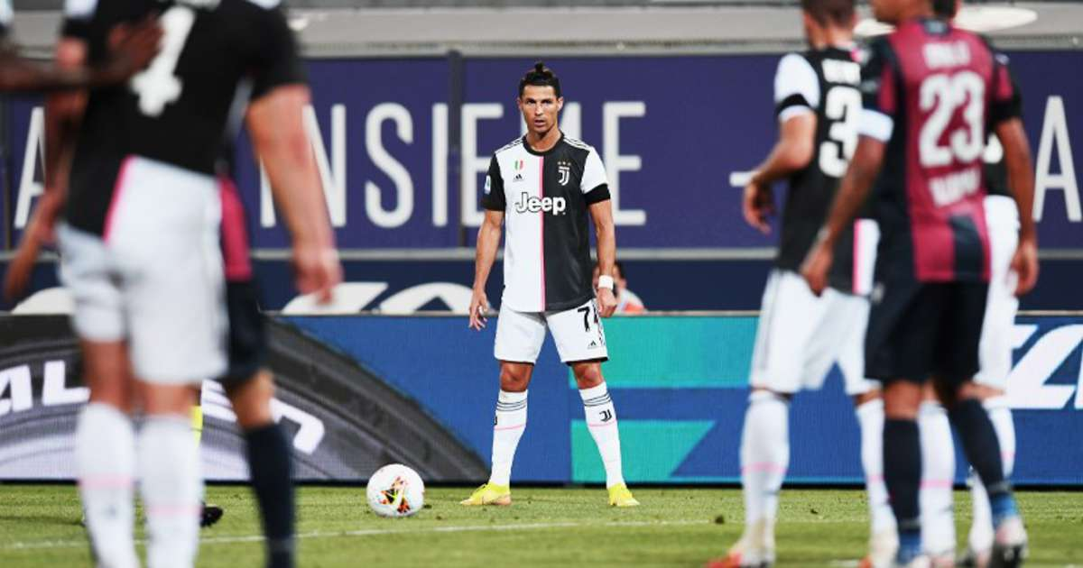 Juventus Cristiano Ronaldo Took A Terrible Free Kick During 2 0 Bologna Win Givemesport