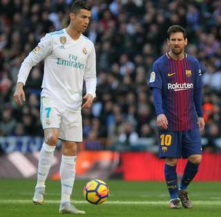 Cristiano Ronaldo Challenged Lionel Messi To Play With Him In Italy Two Years Ago Givemesport