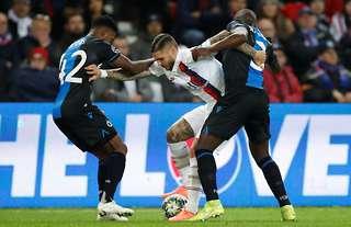 Emmanuel Dennis versus PSG