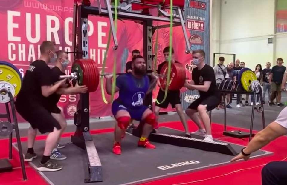 Haltérophilie : il tente de soulever 400 kilos et se brise les genoux