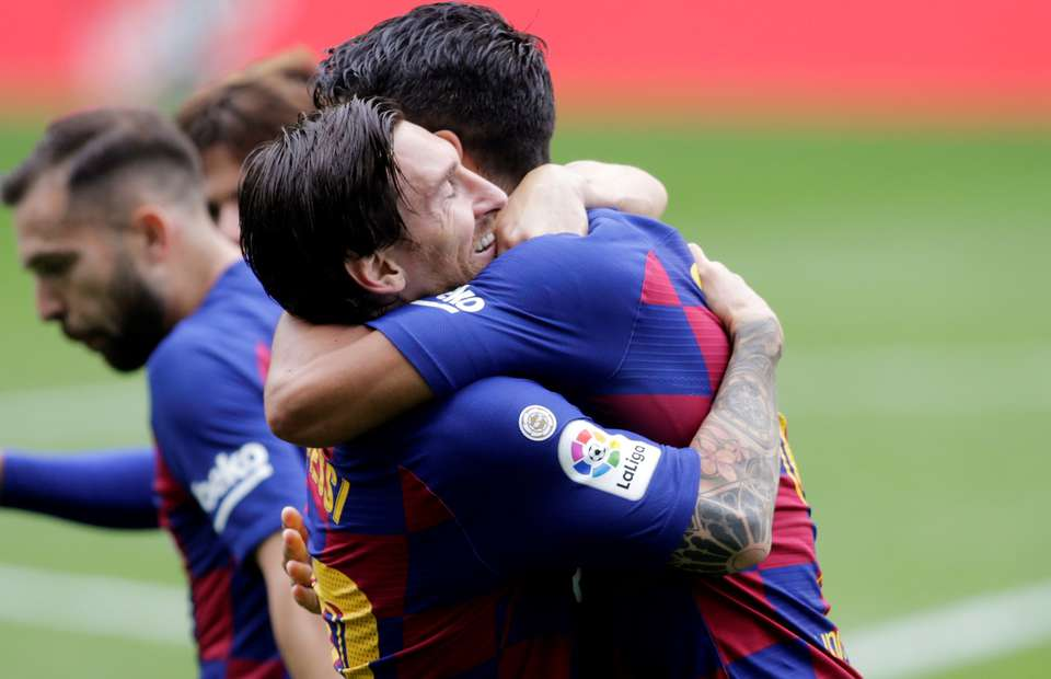 Lionel Messi And Luis Suarez S Incredible Chemistry At Barcelona Highlighted In Compilation Givemesport