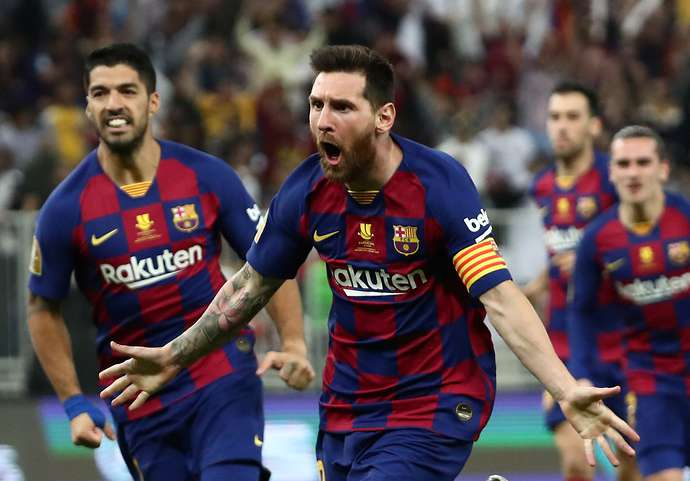 Messi could have been told to play with other players