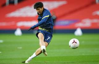 Heung-min Son warms up at Old Trafford