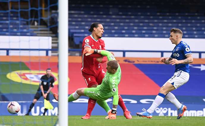 Pickford's tackle on Van Dijk