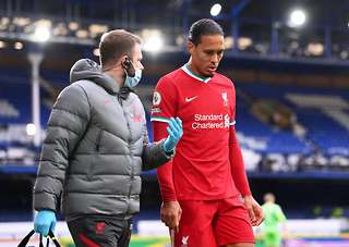 Everton 2 2 Liverpool Mark Clattenburg Says Var Decision To Rule Out Jordan Henderson S Goal Was Correct Givemesport