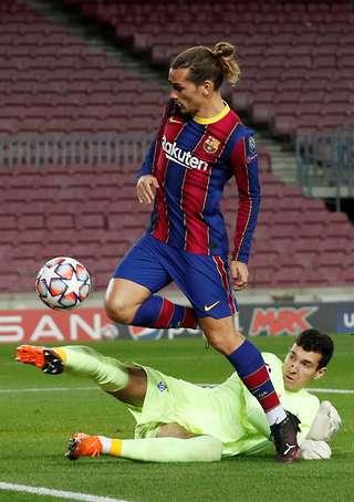 barcelona 2 1 dynamo kiev ruslan neshcheret produces incredible champions league performance givemesport barcelona 2 1 dynamo kiev ruslan